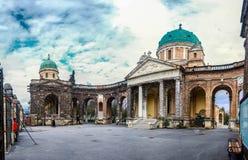 Opinião do panorama do cemitério de Mirogoj fotografia de stock