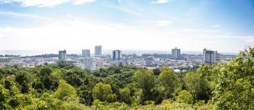 Opinião do panorama da cidade de Miri, Sarawak, Bornéu, Malásia fotografia de stock