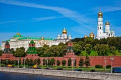 Opinião do panorama da cidade de Moscou, Rússia Cartão com opinião do Kremlin de Moscou Imagens de Stock