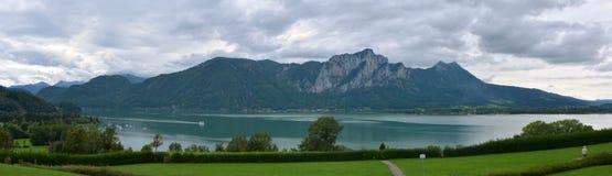 Opinião do panorama de Mondsee Fotografia de Stock