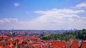 Opinião do panorama de Praga na mola, República Checa imagem de stock royalty free