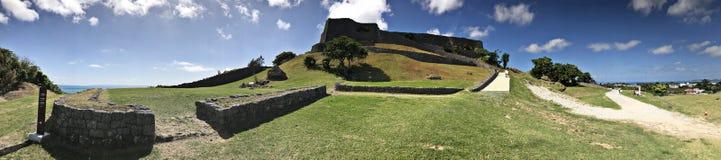 Opinião do panorama de ruínas do castelo de Katsuren em Japão Fotografia de Stock