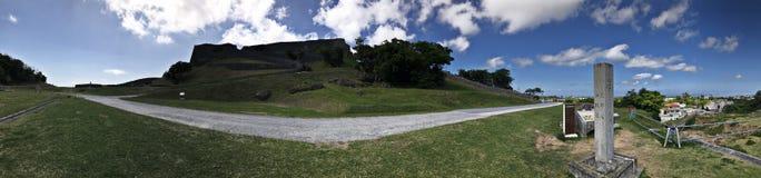 Opinião do panorama de ruínas do castelo de Katsuren em Japão Fotografia de Stock Royalty Free