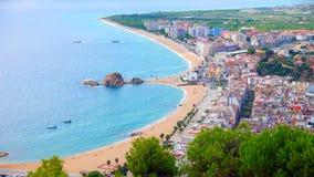 A opinião do panorama do beira-mar de Blanes e o Sa Palomera balançam Fotografia de Stock