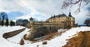 Opinião do panorama do castelo de Pidhirtsi da mola (Ucrânia) Fotos de Stock