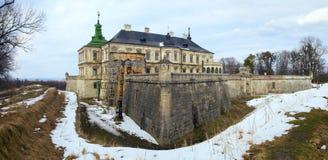 Opinião do panorama do castelo de Pidhirtsi da mola (Ucrânia) Imagem de Stock Royalty Free