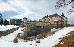 Opinião do panorama do castelo de Pidhirtsi da mola (Ucrânia) Imagens de Stock Royalty Free
