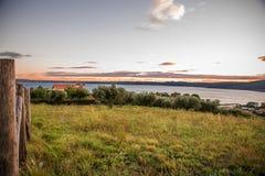 Opinião do panorama do lago Bracciano dos montes do romano de Trevignano Foto de Stock Royalty Free