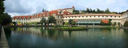 Opinião do panorama do palácio barroco de Wallenstein no strana do mala, Praga, República Checa fotos de stock