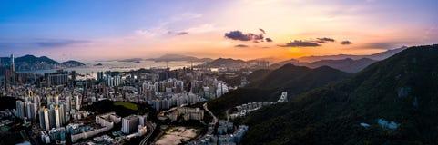 Opinião do panorama Hong Kong City From o céu Fotos de Stock Royalty Free