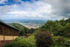 Opinião do panorama do Königstuhl com a estrada de ferro histórica da montanha em Heidelberg, Baden-Wuerttemberg, Alemanha fotografia de stock