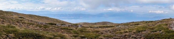Opinião do panorama do lago Ohrid imagens de stock royalty free
