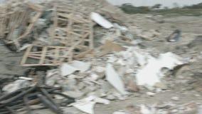 Opinião do panorama do local de operação de descarga negligenciado Tons da natureza de contaminação waste vídeos de arquivo