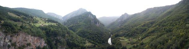 Opinião do panorama na garganta em Montenegro Fotografia de Stock Royalty Free