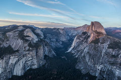 Opinião do panorama no por do sol em Yosemite Fotografia de Stock