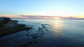 Opinião do panorama do Oceano Pacífico e de uma costa vídeos de arquivo
