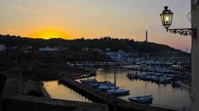 Opinião do panorama do porto da basílica Santa Maria Di Leuca, após o verão, por do sol imagens de stock royalty free
