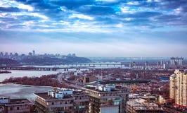 Opinião do panorama sobre a cidade de Kiev, Ucrânia, dia, exterior Imagens de Stock Royalty Free