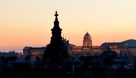Opinião do por do sol da área do castelo de Budapest imagens de stock