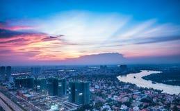 Opinião do por do sol da cidade do distrito 2-HCM de Cantavil Imagens de Stock