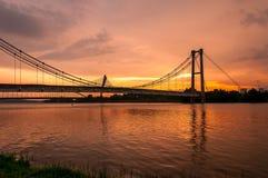 Opinião do por do sol da ponte de suspensão do monotrilho de Putrajaya foto de stock