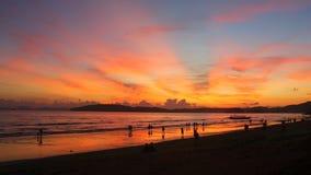 Opinião do por do sol da praia do Ao Nang, Krabi, Tailândia Imagem de Stock Royalty Free
