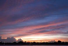 Opinião do por do sol de Chao Phraya River Fotografia de Stock Royalty Free