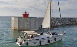 Opinião do por do sol de Marina di Pisa do porto Fotografia de Stock Royalty Free