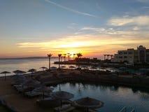 Opinião do por do sol do balcão dos hotéis foto de stock royalty free