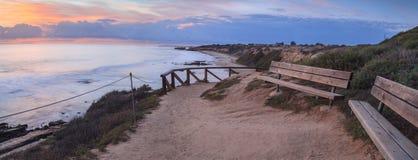 Opinião do por do sol em Crystal Cove Beach imagens de stock royalty free