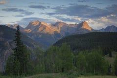 Opinião do por do sol em montanhas de San Juan em Colorado