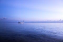 Opinião do por do sol na ilha de Praslin, Seychelles imagem de stock
