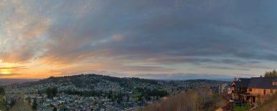 Opinião do por do sol sobre o panorama feliz de Oregon do vale fotografia de stock