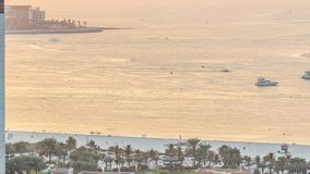 Opinião do por do sol da praia no timelapse de JBR - Jumeirah Beach Residence em Dubai, Emiratos Árabes Unidos filme