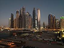 Opinião do porto de Dubai na noite imagens de stock royalty free