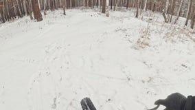 Opinião do Pov Estabilização Handheld da suspensão Cardan Motociclista extremo profissional do desportista que monta uma biciclet filme