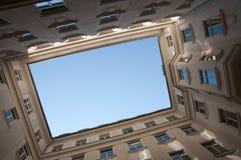 Opinião do Quadrilateral ao céu Imagem de Stock Royalty Free
