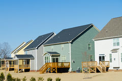 Opinião do quintal de casas suburbanas Imagens de Stock Royalty Free