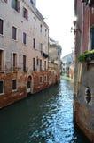 Opinião do retrato do canal em Veneza, Itália Imagem de Stock