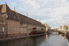 Opinião do rio de Strasbourg, França foto de stock