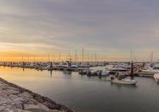 Opinião do seascape do nascer do sol do porto de Olhao, margem ao parque natural de Ria Formosa O Algarve Fotografia de Stock