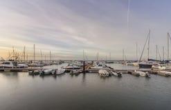 Opinião do seascape do nascer do sol do porto de Olhao, margem ao parque natural de Ria Formosa O Algarve Fotografia de Stock Royalty Free