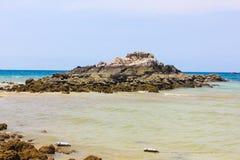 Opinião do Seascape no dia do céu azul em Koh Larn, Pattaya imagens de stock