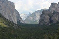 Opinião do túnel - parque nacional de Yosemite foto de stock royalty free