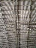Opinião do telhado dentro da construção foto de stock