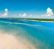 Opinião do vôo da costa de mar Imagem de Stock Royalty Free