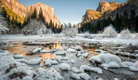 Opinião do vale: Transição da queda ao inverno Foto de Stock