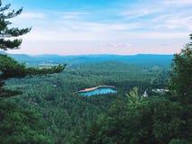 Opinião do verão de Echo Lake State Park da borda da catedral foto de stock