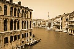 Opinião do vintage de um canal em Veneza, Italy Foto de Stock Royalty Free