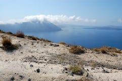 Opinião do vulcão do console de Santorini fotos de stock